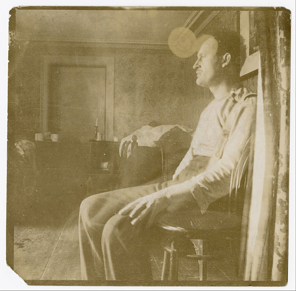Edvard_Munch_-_Self-Portrait_Somewhere_on_the_Continent_I