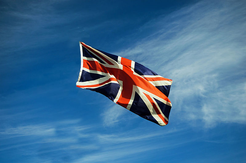 800px-British-flag-in-the-wind